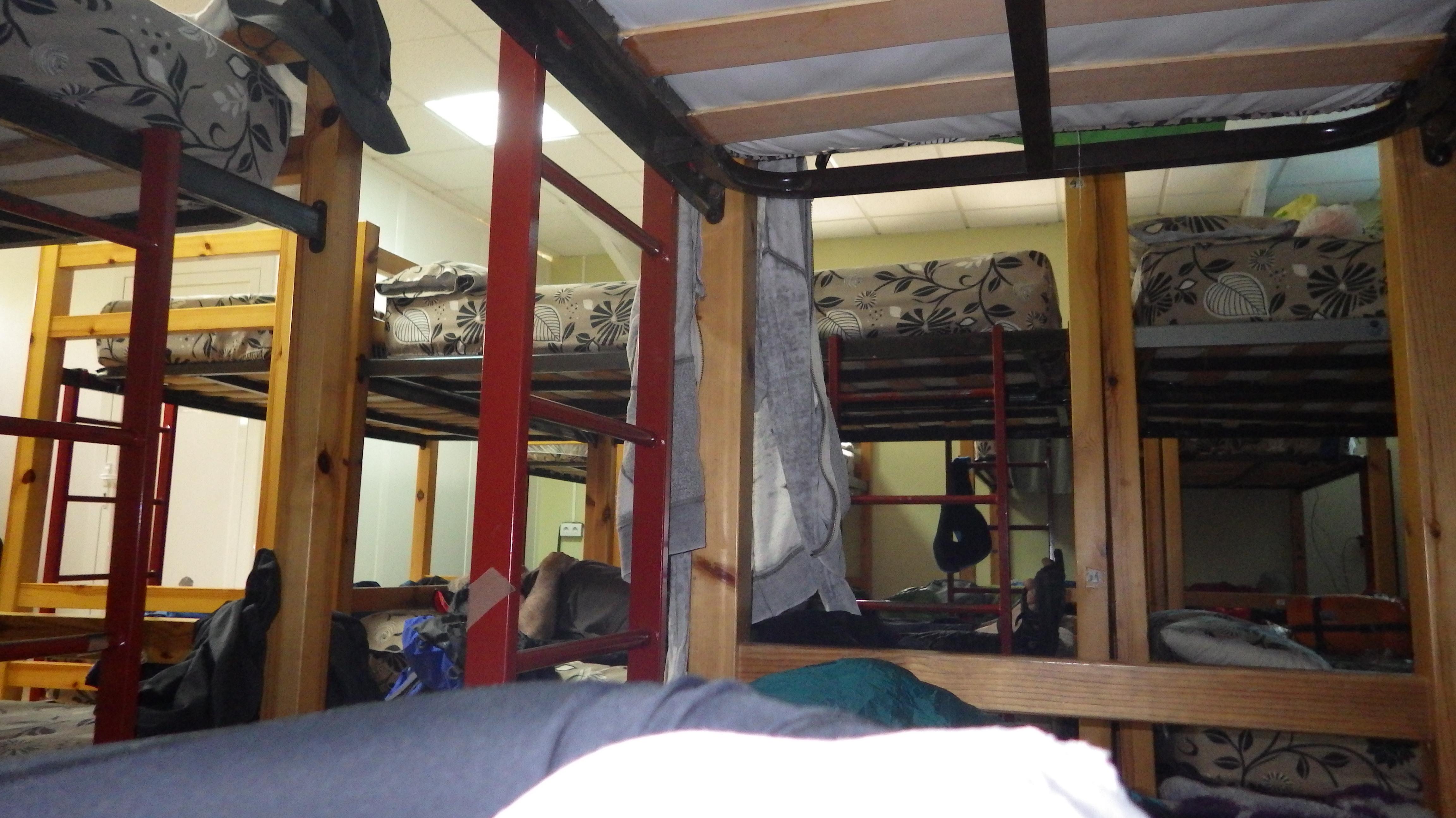 100 beds in 1 room